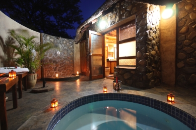 Mkuze Falls room plunge pool and outside shower