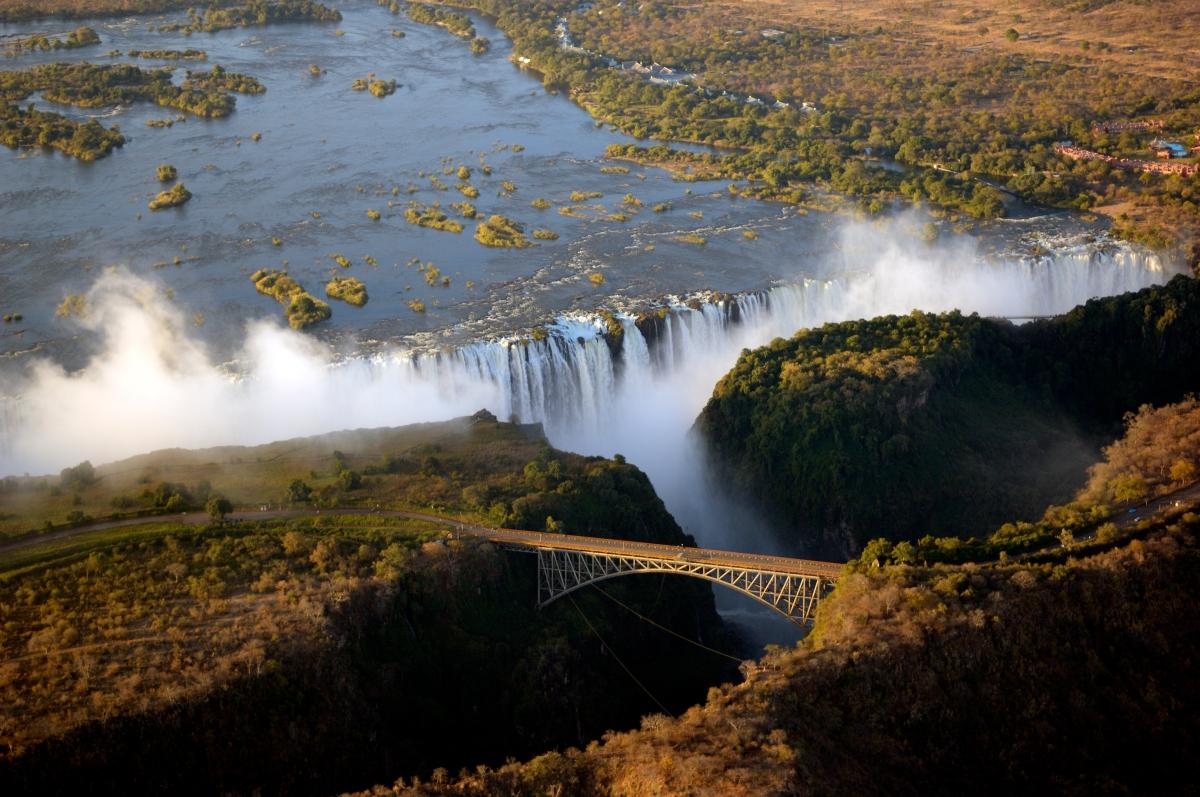 Victoria Falls with bridge-143922110.jpg